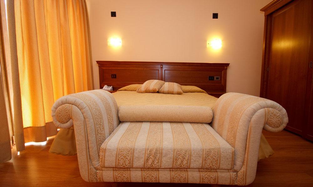camera-divano-montepulciano